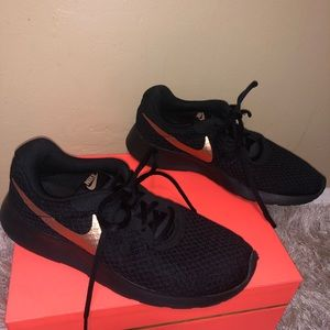 EUC Nike Black and Rose Gold Sneakers